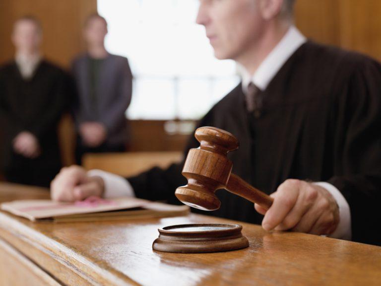 Адвокат защитил интересы ответчика: часть исковых требований отклонена, неустойка уменьшена